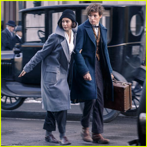 Watch Eddie Redmayne Go Behind-the-Scenes on 'Fantastic Beasts and Where to Find Them'!