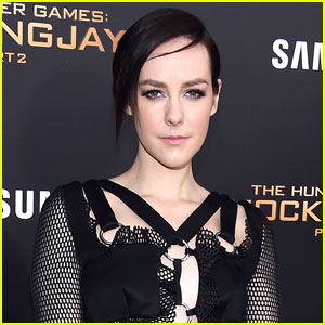 Jena Malone Announces Pregnancy With Baby Bump Photo!