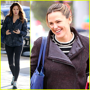 Jennifer Garner is on Mommy Duty in the Rain!