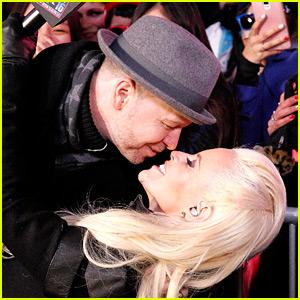 Jenny McCarthy & Donnie Wahlberg Share a NYE Kiss! (Video)