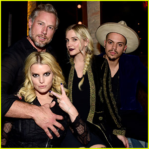 Jessica & Ashlee Simpson Have a Double Date with Their Men!