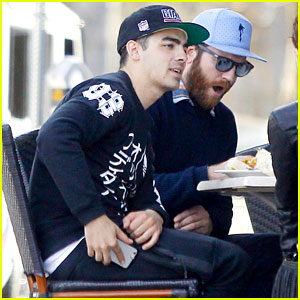 Joe Jonas Grabs Lunch With Friends & Adorable Puppy