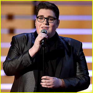 The Voice's Jordan Smith Performs 'You Are So Beautiful' at People's Choice Awards 2016 (Video)
