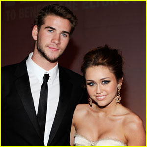 Miley Cyrus & Liam Hemsworth Hang Out in Australia (PHOTOS)