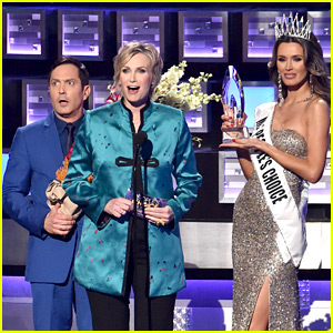 Miss Universe Mistake Parodied at People's Choice Awards 2016! (Video)
