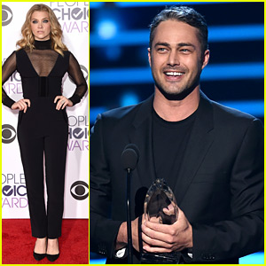 Natalie Dormer Presents Award to Taylor Kinney at People's Choice Awards 2016! (Video)