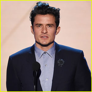 Orlando Bloom Presents at Critics' Choice Awards 2016 ...