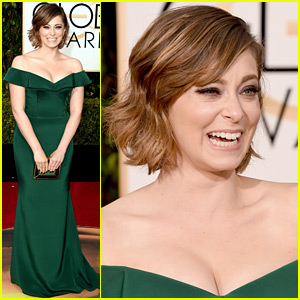 Rachel Bloom Makes a Song About Her Golden Globes Spanx!