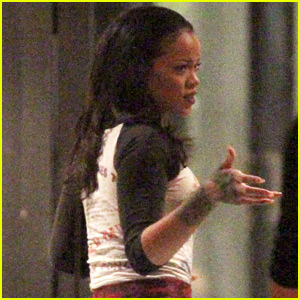 Rihanna Steps Out Before Releasing New Song 'Work'!