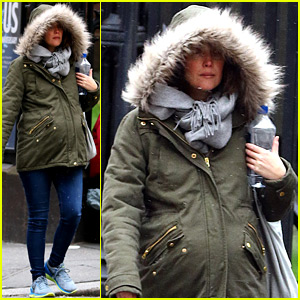 Rose Byrne Keeps Her Baby Bump All Bundled Up