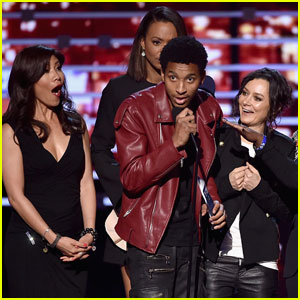 People's Choice Awards 2016 Stage Crasher Also Crashed Kris Jenner's 60th Birthday Party