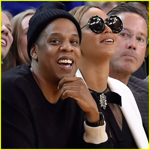 Beyonce & Jay Z Sit Courtside at Golden State Warriors Game Ahead of Her Super Bowl 2016 Performance