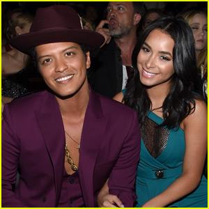 Bruno Mars & Mark Ronson Take Home Best Pop Duo at Grammys 2016