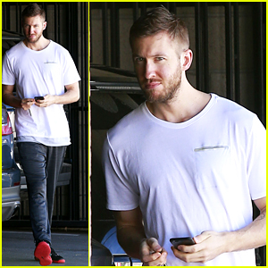 Calvin Harris Hits the Gym Solo in Los Angeles