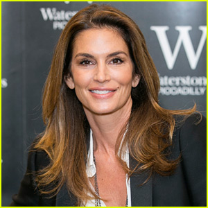 Cindy Crawford Clarifies Statements About Her Retirement