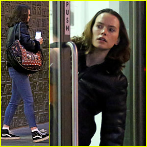 Daisy Ridley Is a 'Wreck' After Seeing 'The Rabbit Hole' With Her Mom