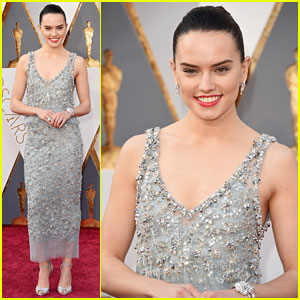 Daisy Ridley Stuns in Chanel on Oscars 2016 Red Carpet