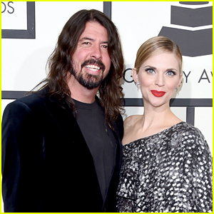 Dave Grohl & Foo Fighters Pose for the Cameras at Grammys 2016