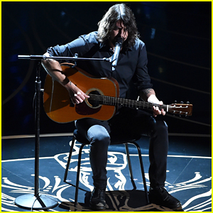 Dave Grohl Delivers 'Blackbird' In Memoriam Oscars 2016 Performance - Watch Here!