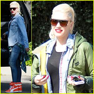 Gwen Stefani FaceTime'd Into Blake Shelton's Concert (Report)