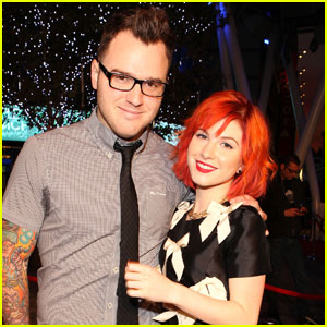 Paramore's Hayley Williams Marries Musician Chad Gilbert!