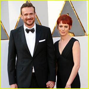 Jason Segel Arrives at Oscars 2016 With Girlfriend Alexis Mixter