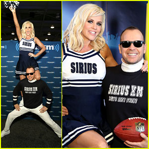 Jenny McCarthy & Donnie Wahlberg Are Adorable Super Bowl Cheerleaders!