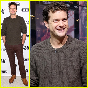Joshua Jackson Talks Returning To The Stage In 'Smart People' After 11 Years!