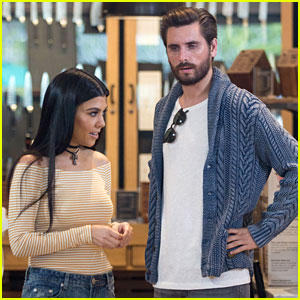 Kourtney Kardashian & Scott Disick Fill Out a Registry Together