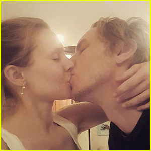 Kristen Bell Joins Instagram, Posts Cute Kissing Pic with Dax Shepard!