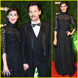 Lizzy Caplan & Boyfriend Tom Riley Make Red Carpet Debut At Prague Opera Ball 2016!
