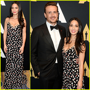 Olivia Munn & Jason Segel Have A Stare Off During the Science & Technology Academy Awards