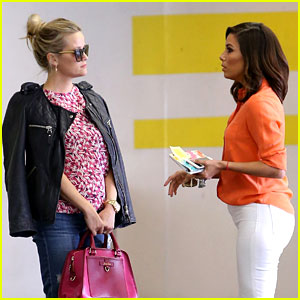 Reese Witherspoon & Eva Longoria Chat It Up After a Meeting