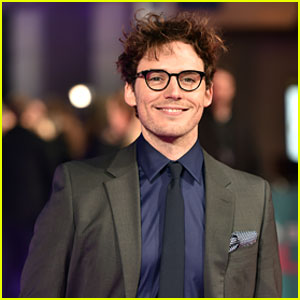 Sam Claflin Hits the Red Carpet at 'How To Be Single' London Premiere
