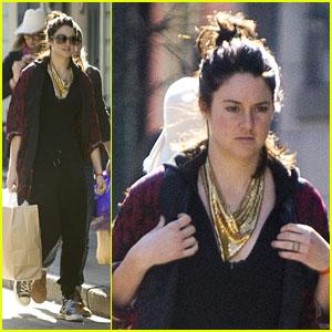 Shailene Woodley Wears Minimal Makeup on New Orleans Shopping Trip