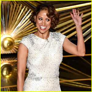 Stacey Dash Appears On Stage at Oscars 2016 (Video)