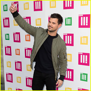 Taylor Lautner Attempts to Break The Rock's Selfie Guinness World Record