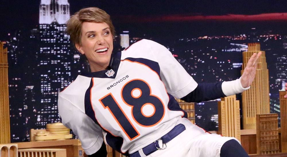 Kristen Wiig Does Interview as Peyton Manning - Watch Now!