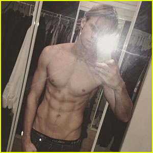 Glee's Chord Overstreet Bares Six Pack Abs in Shirtless Selfie!