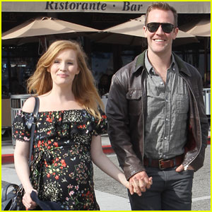 James Van Der Beek Steps Out as 'Dawson's Creek' Hits Hulu