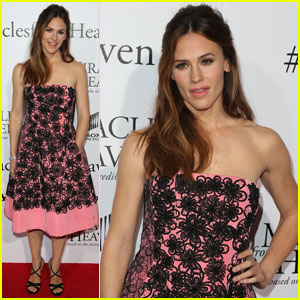 Jennifer Garner Premieres 'Miracles From Heaven' in Hollywood