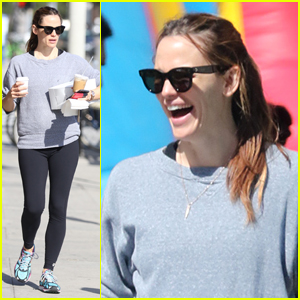 Jennifer Garner Paints Easter Eggs in Park Ahead of Holiday