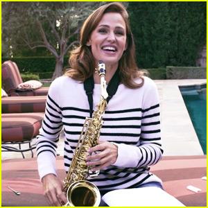 Jennifer Garner Shows Off Her Saxophone Skills