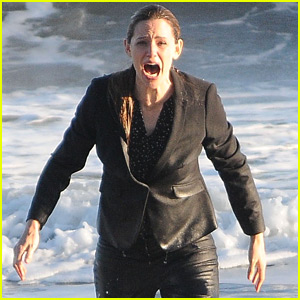 Jennifer Garner Takes a Fully Clothed Dip in the Ocean