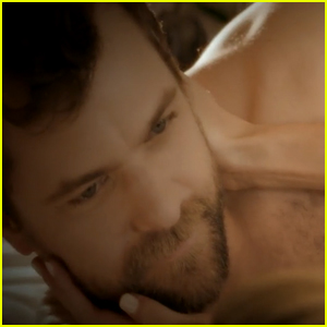 Joshua Jackson Goes Shirtless in 'Baby You're Like A Drug' Music Video - Watch Now!