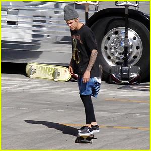 Justin Bieber Skateboards at Venue Before Arizona 'Purpose' Show
