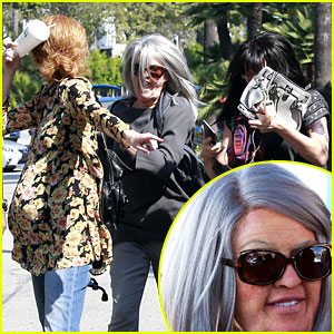 Khloe Kardashian Runs from Photographers While In Disguise with Kendall & Kylie Jenner!