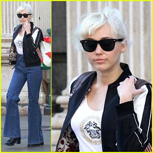 Miley Cyrus & Liam Hemsworth Fly Into Brisbane | Liam Hemsworth, Miley ...  Miley Cyrus