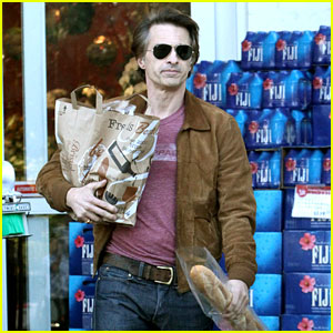 Olivier Martinez Buys His Baguette During Grocery Run