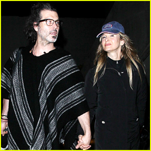 Renee Zellweger & Her Beau Doyle Bramhall II Jet Out of LAX Together